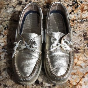 Sperry top sider Gold boat shoe. Size  7 1/2